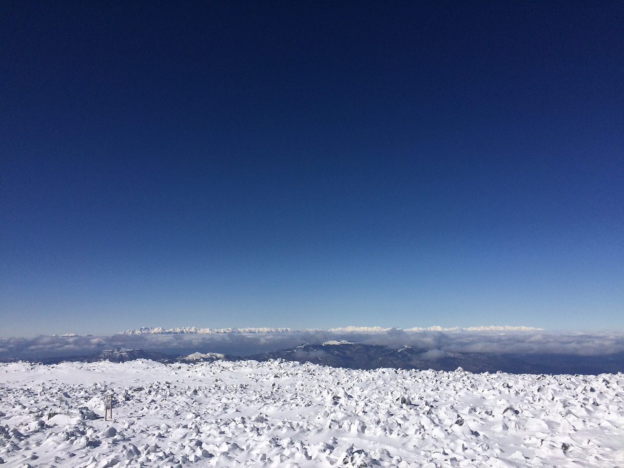 蓼科山から望む北アルプス。