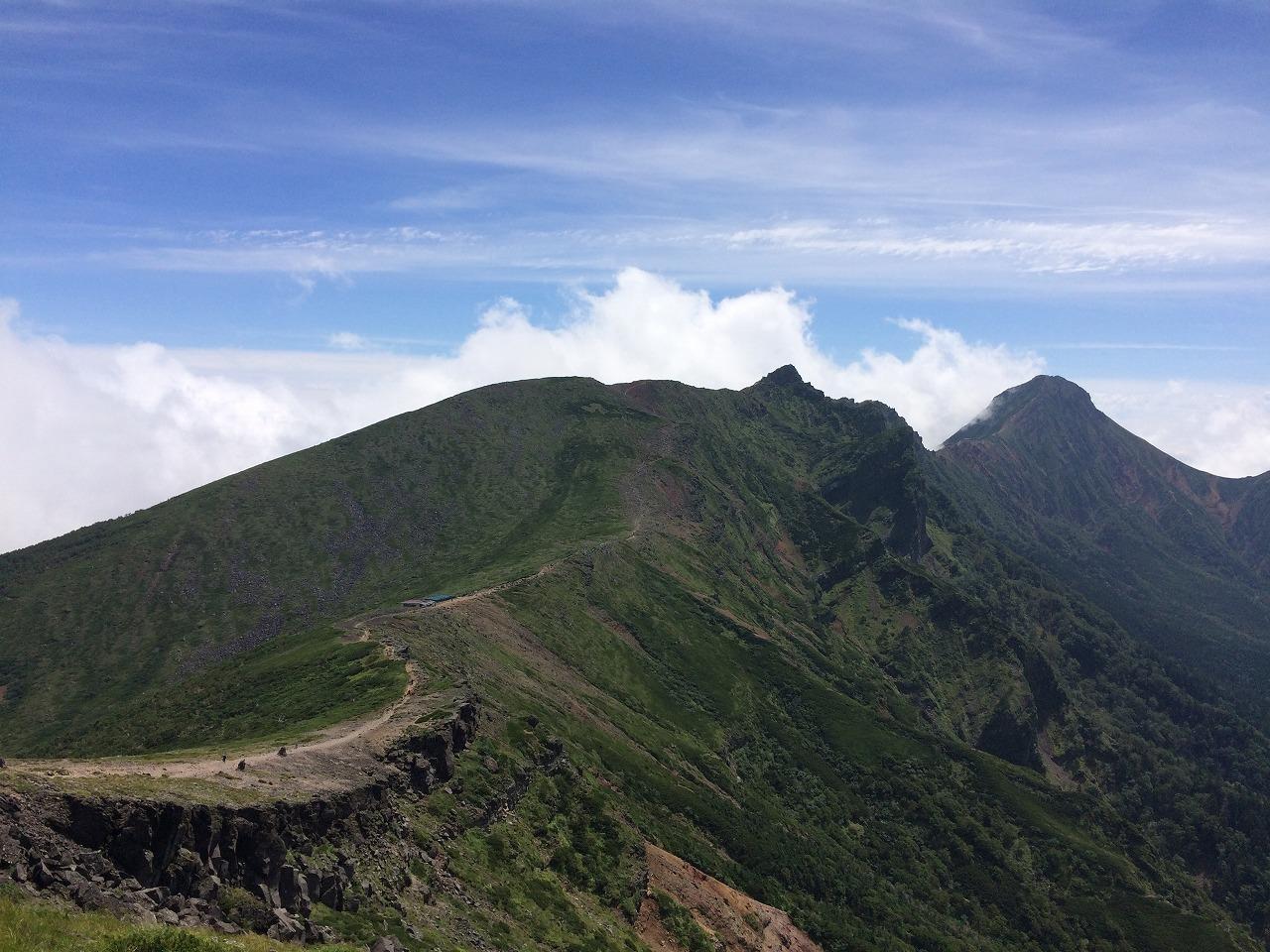 横岳~赤岳への稜線。