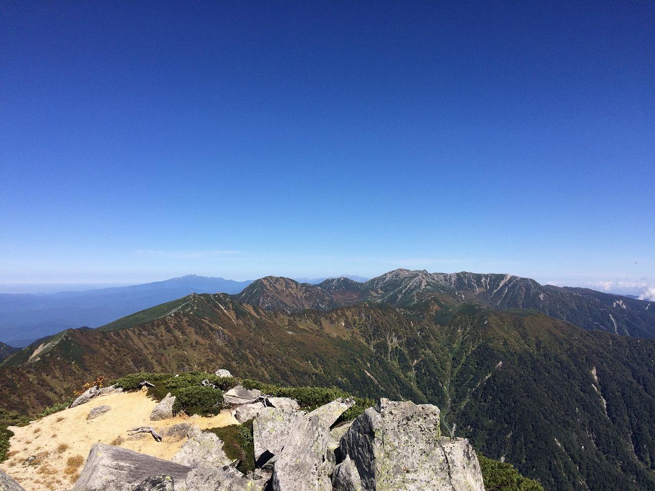 遠くには宝剣岳や木曽駒ヶ岳。