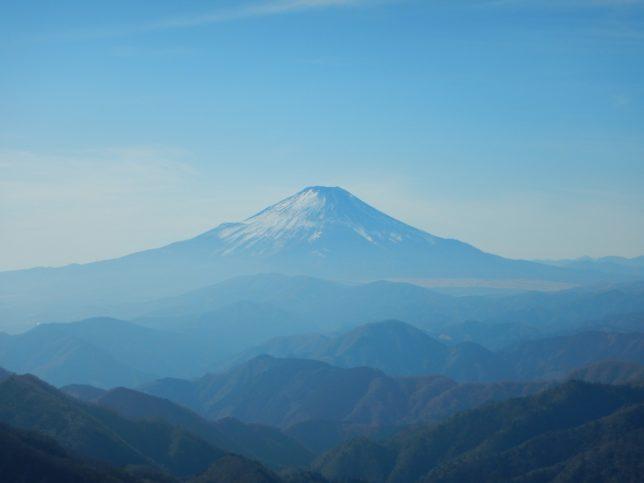 遠方には富士