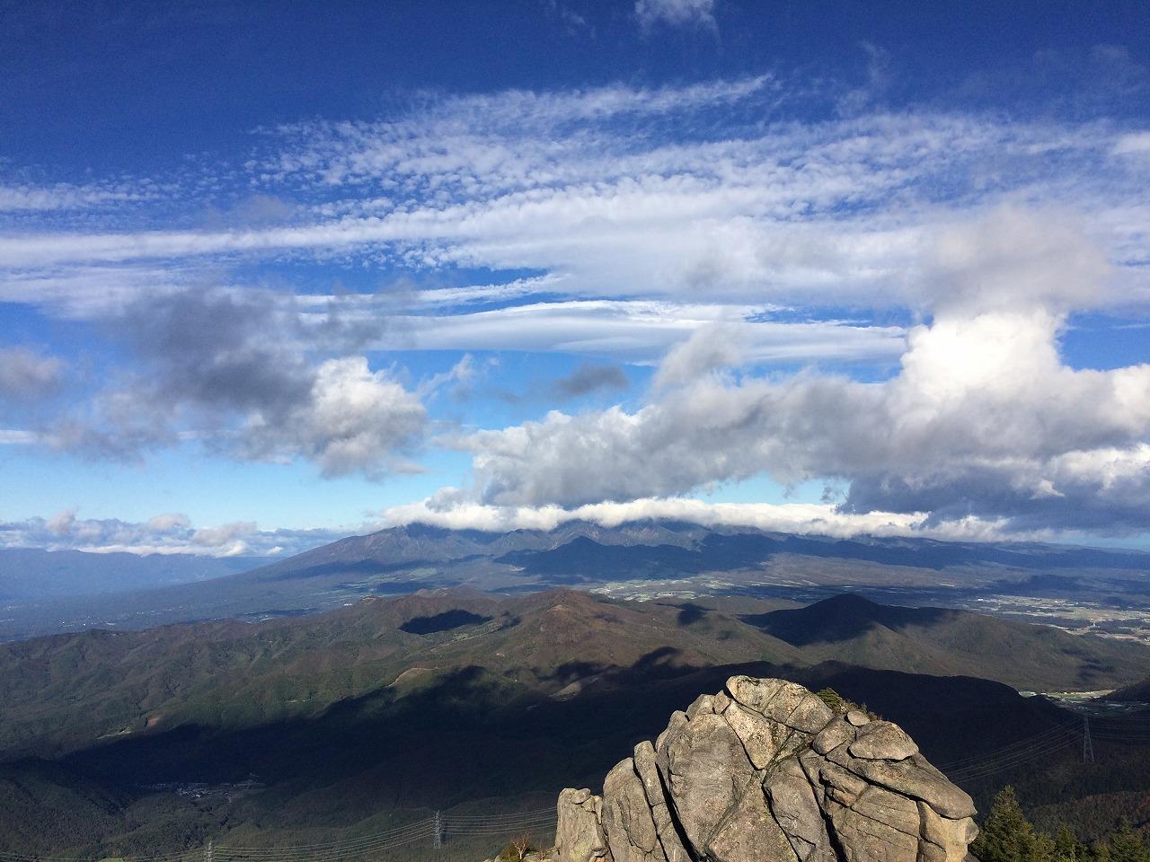 八ヶ岳は雲の中。