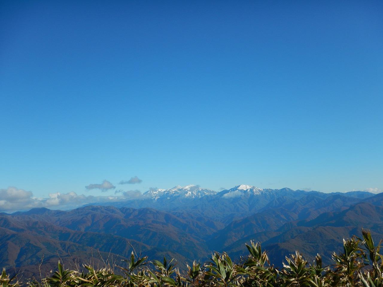 山頂からの白山連峰