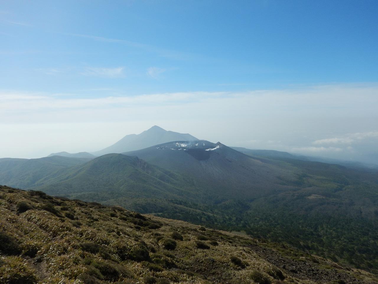新燃岳と高千穂峰