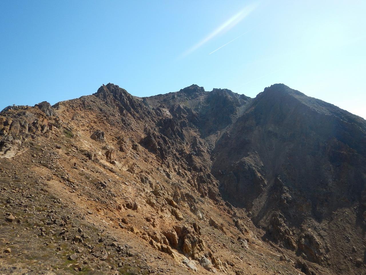ワイルドな山容の朝日岳