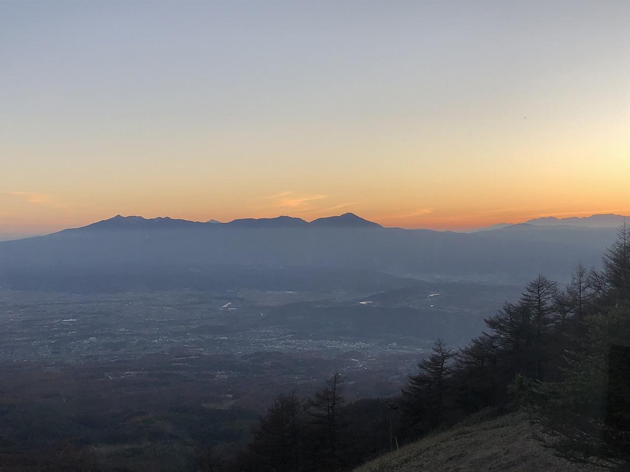 沈む太陽と八ヶ岳
