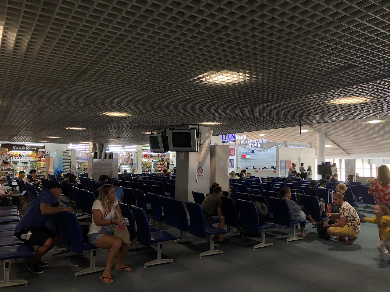 クラビー空港出国ロビー