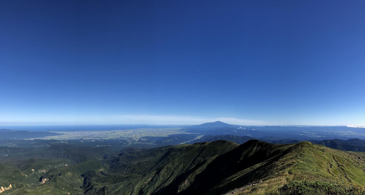 鳥海山に日本海