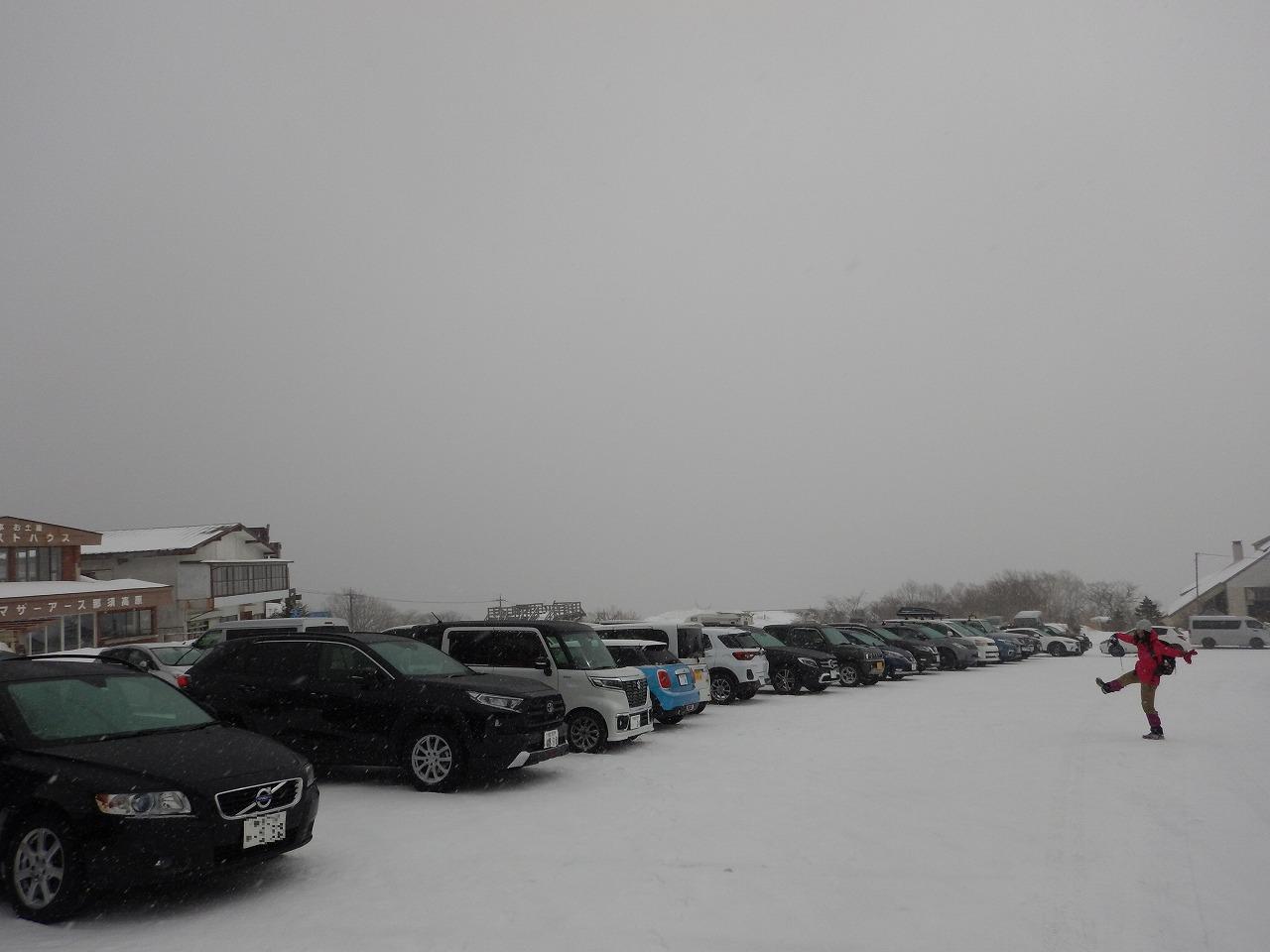 ごった返す駐車場