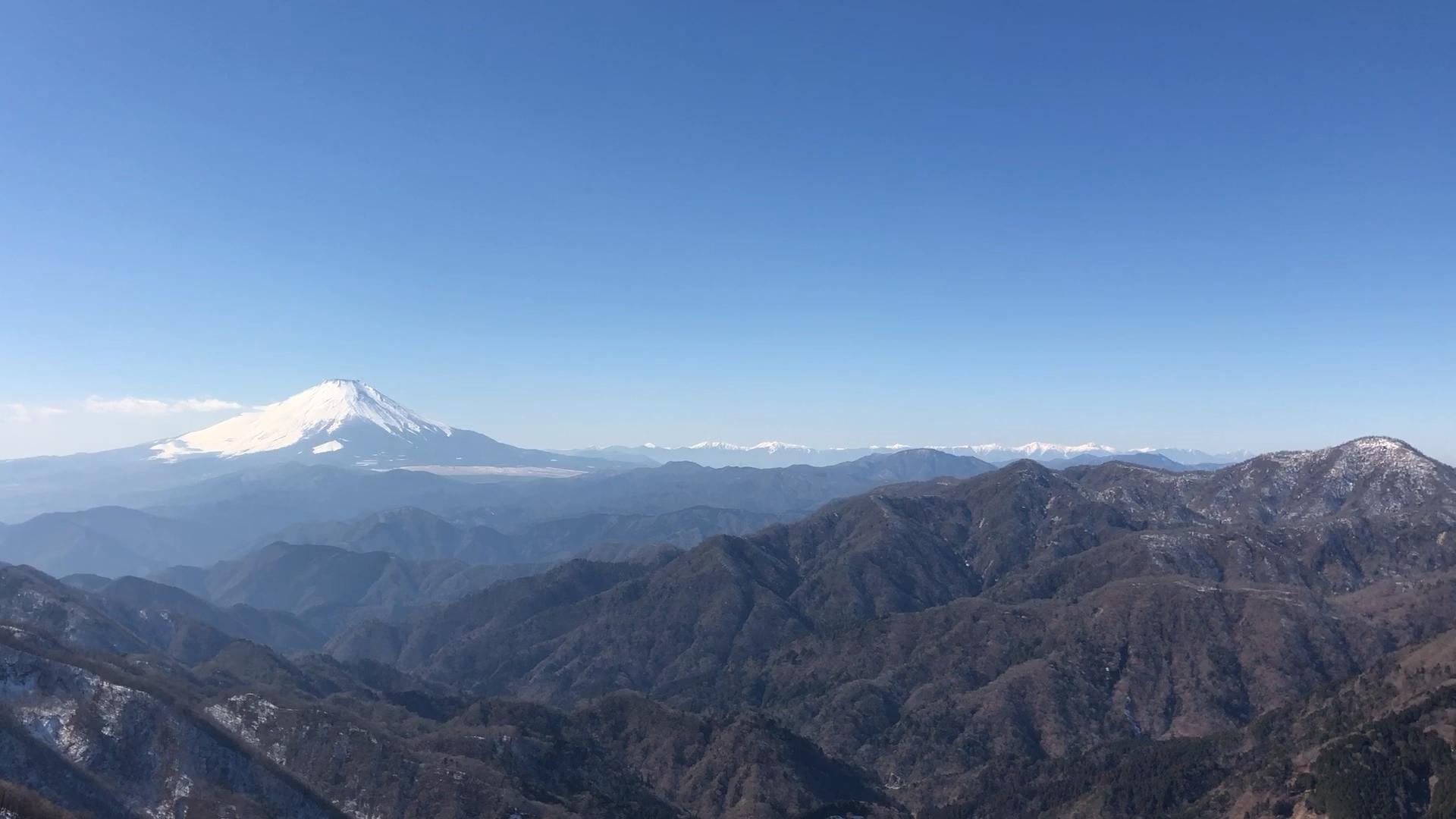 遠方には南アルプスの山々