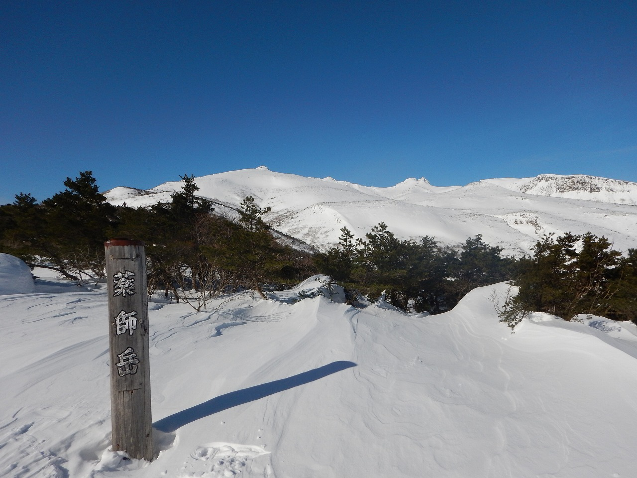 遠方に安達太良山