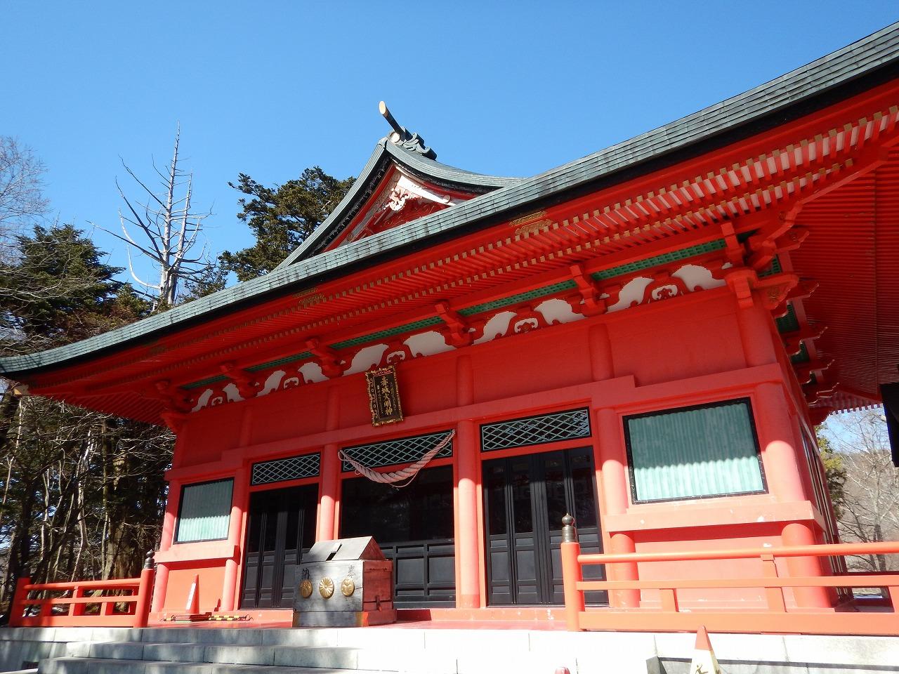 朱色が映える、赤城神社