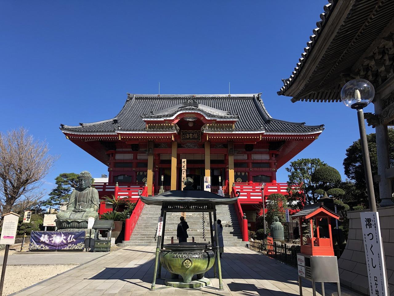 朱色が青空に映える、圓福寺