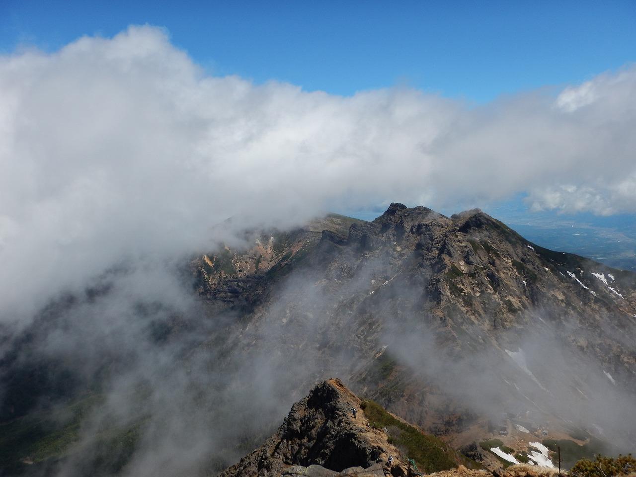 横岳はほぼ雲の中