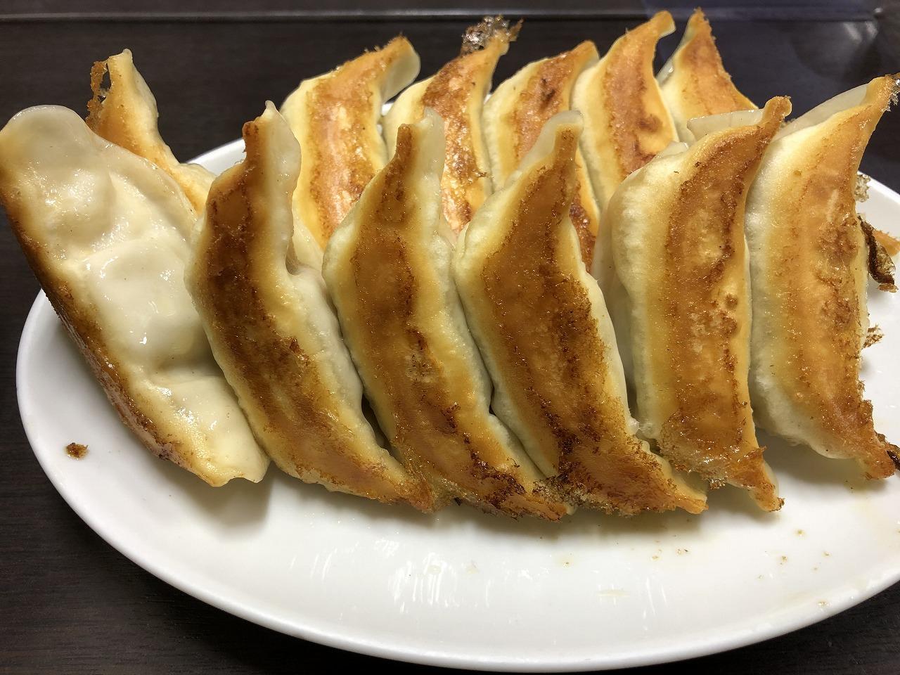 香蘭本店の焼餃子