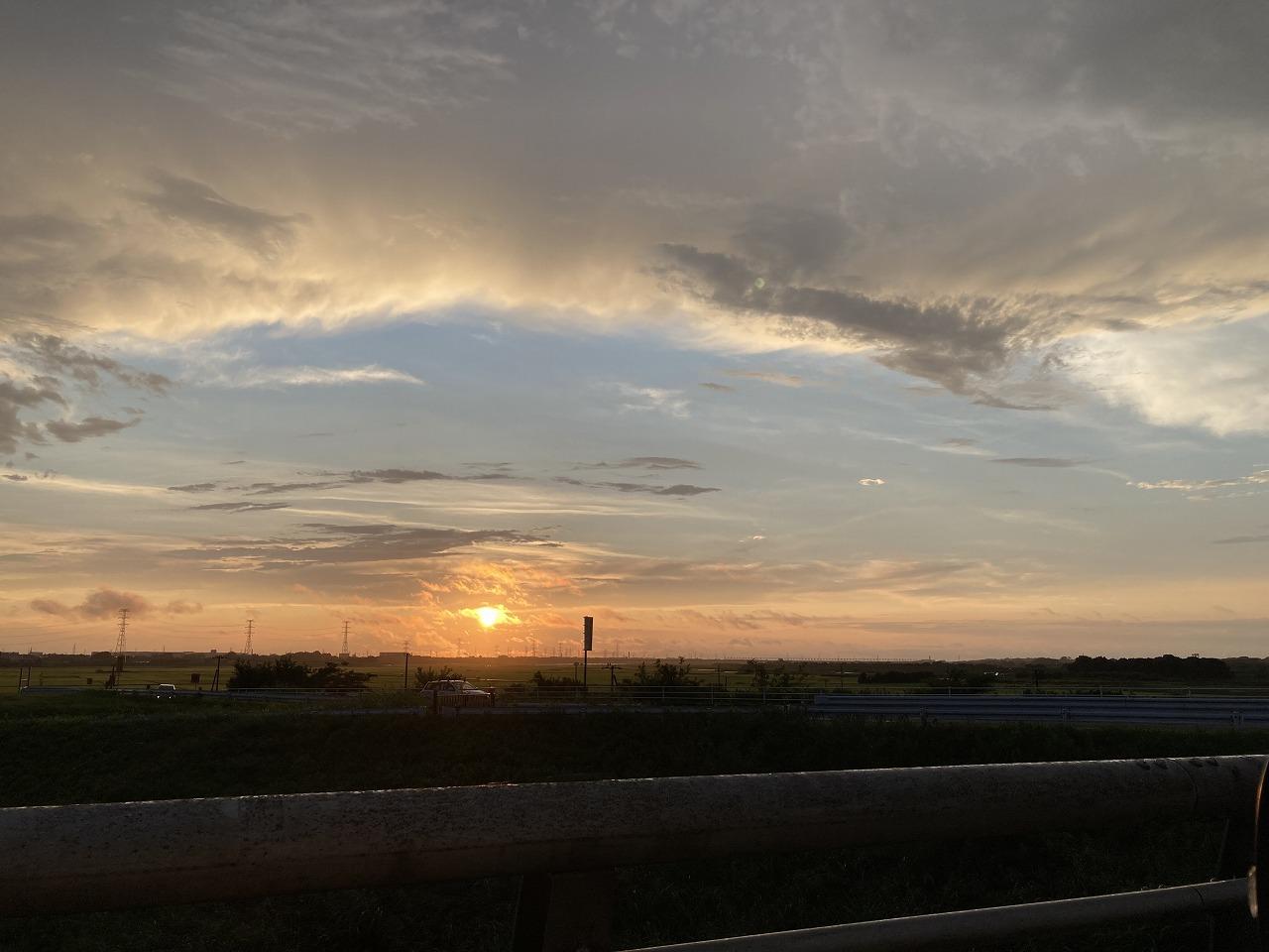 ゲリラ豪雨後の夕日
